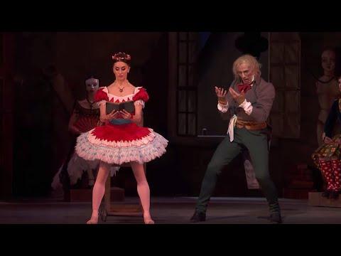 Coppélia Act II – Swanilda pretends to be Coppélia (Marianela Nuñez, Gary Avis; The Royal Ballet)