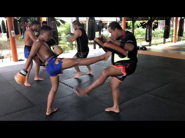 15 year old pro fighter Sailohit TigerMuayThai hitting pads
