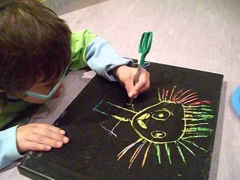 Acrílico negro sobre crayones de colores - YouTube