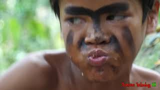 Primitive Technology - Eating delicious - Tow boy cooking chinken in forest