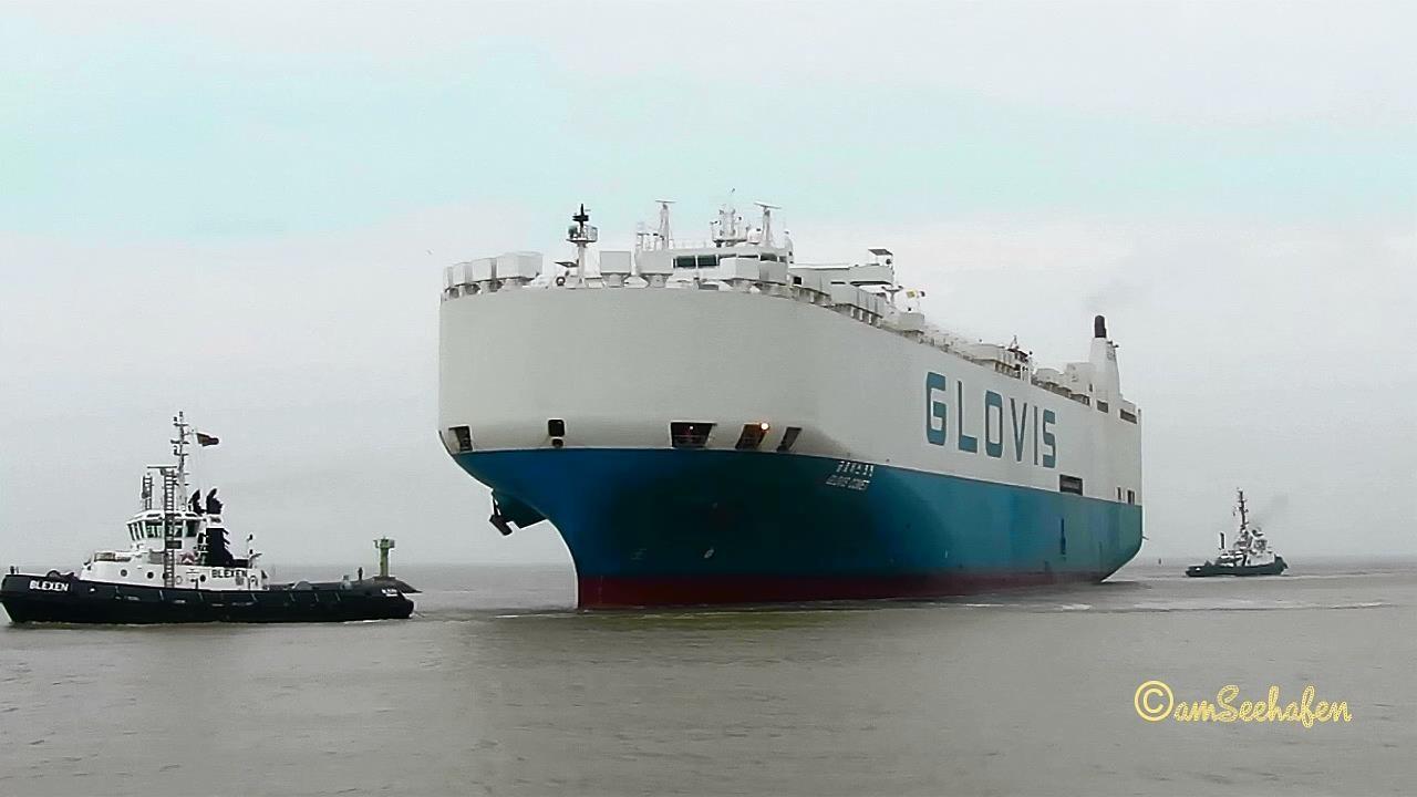 car carrier GLOVIS COMET D7OF IMO 9122942 inbound Emden 3 tugs  Autotransporter mit Schleppern