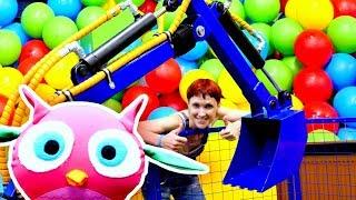 Маша Капуки и ХопХоп играют в экскаватор. Видео для детей.