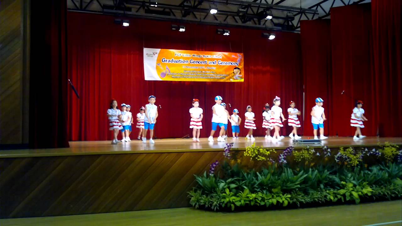 Kindergarten graduation ceremony dance performance youtube for Annual day stage decoration images