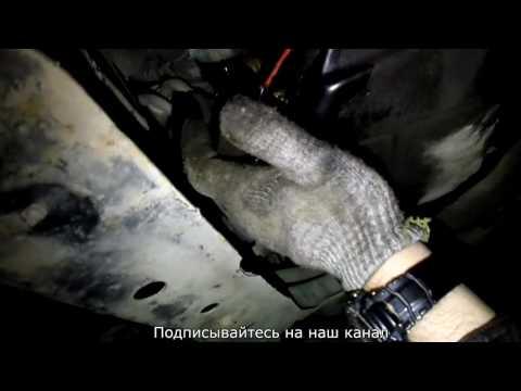Фото к видео: ниссан кашкай замена масла, сечет масло с фильтра