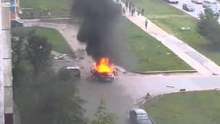 Wybuch płonącego samochodu - Rosja.