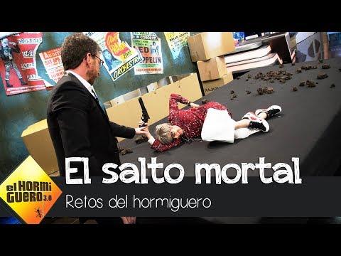 Concha Velasco realiza el salto mortal de Dwayne Johnson en directo - El Hormiguero 3.0