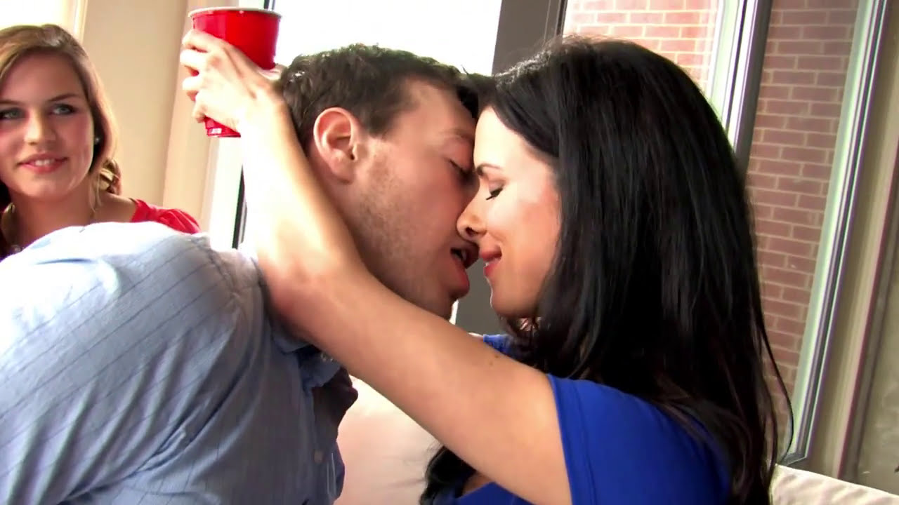 what do you do with your tongue when making out