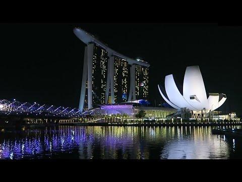 Singapore - Night walk near Marina Bay Sands, Merlion and Helix Bridge
