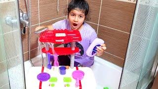 Annem görmeden temizlemem lazım-oyuncaklarımı yıkıyorum-eğlence tv-fun kids video