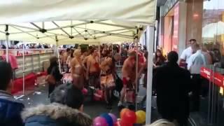 Необычная акция в бельгийском магазине одежды
