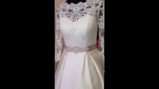 Свадебное платье с атласной юбкой и кружевным лифом