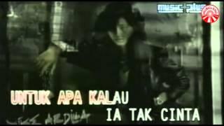 Download Nike Ardilla - Mama Aku Ingin Pulang [Official Music Video]