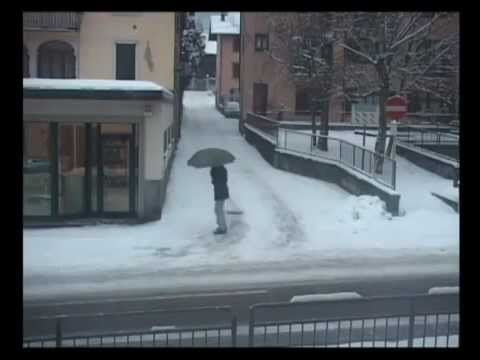 Stupid People Falling On Ice Real DUMB *MUST SEE*