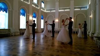 Как научиться танцевать вальс?(Записаться к нам на занятия танцами: http://lkdance.com/ Как научиться танцевать вальс? Это важный вопрос и первое..., 2015-10-22T08:54:04.000Z)