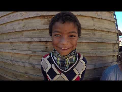 MADAGASCAR - Présentation du village de Vinaninony