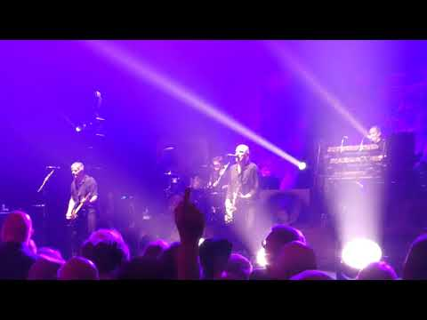 Stranglers - Hanging Around- Live at The Apollo, Manchester 30.3.19