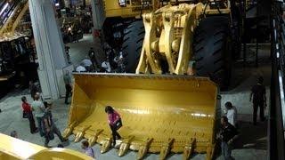Caterpillars biggest wheel loader 994H