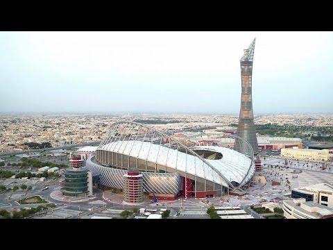 Le qatar d voile son stade climatis sept avant la coupe - Qatar football coupe du monde ...
