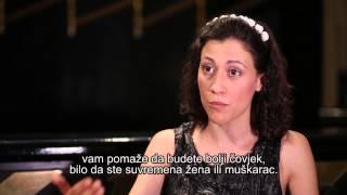 Iris Elezi - redateljica filma Bota