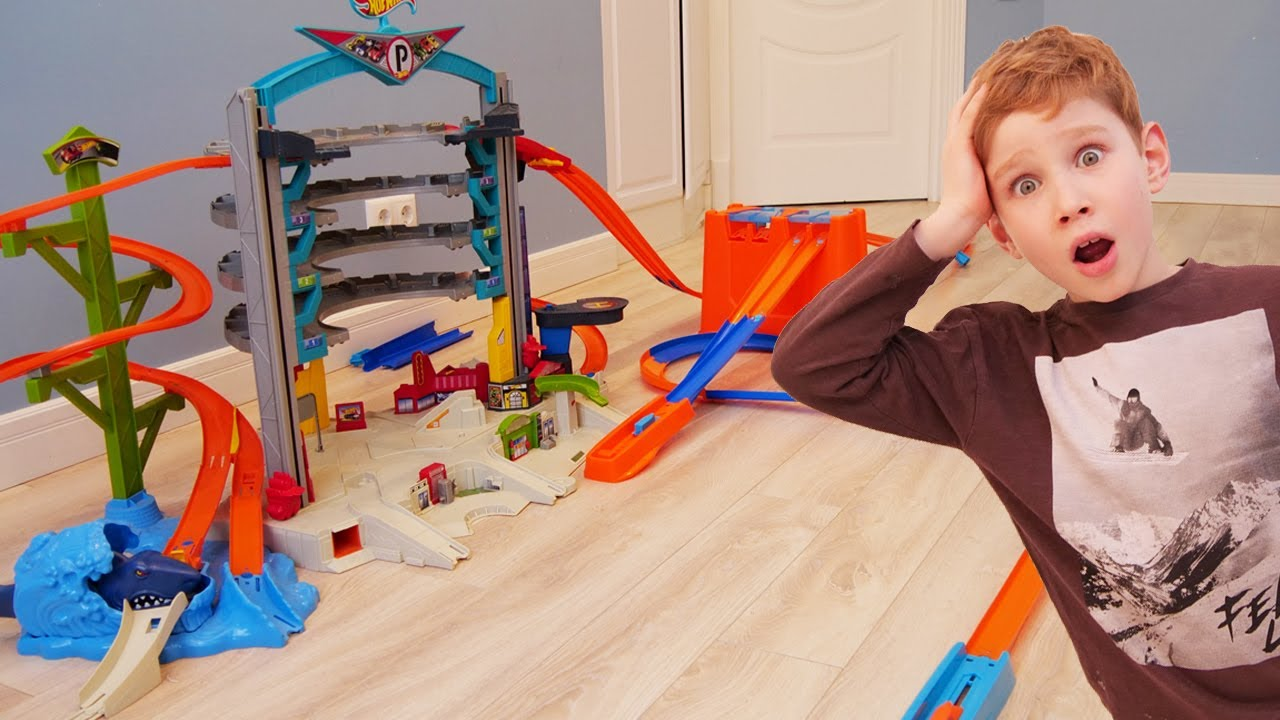 Лев и Глеб строят трассу и  играют с машинками | Hot Wheels City