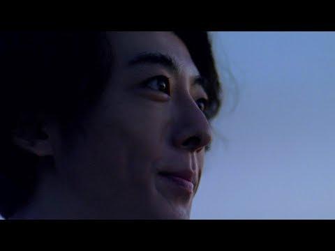高橋一生、青い大自然で優しい歌声披露 旭硝子 新TVCM『旭硝子は、「AGC」へ/夜明け篇』&メイキング映像&インタビュー映像