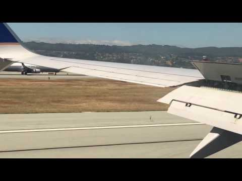 Simultaneous Plane Landing! Strangely Satisfying