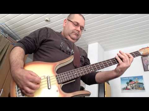 """""""Tic-tac"""" style playing on Danelectro Longhorn Bass"""