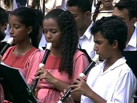 Orquestra e Coral Juvenil Flauta Mágica canta Canção da América, de Milton Nascimento