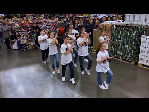 Шаг вперед и Кассиопея в ЛЕНТЕ устроили танцевальный флешмоб в Истре ко Дню рождения гипермаркета
