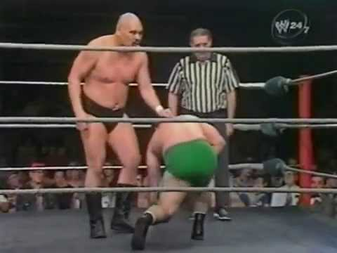 Killer Khan vs Manny Siaca  (Blooper - Khan falls out of the ring)