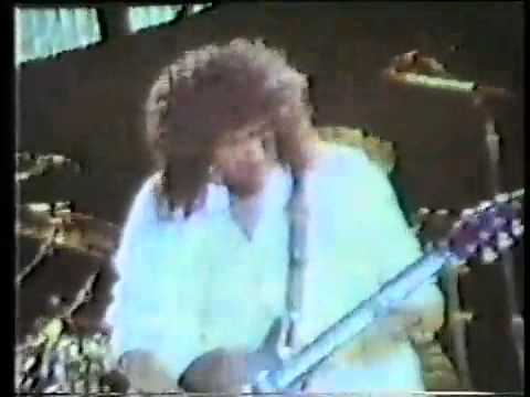 Queen - Tear It Up at Knebworth Park 1986