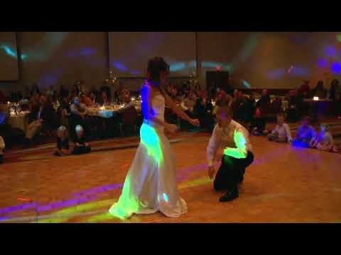 HILARIOUS!  Surprise Wedding First Dance...