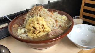大食い→火の豚 フュージョン麺増し茹で前2kg,全マシマシ+チーズ食べた。 thumbnail