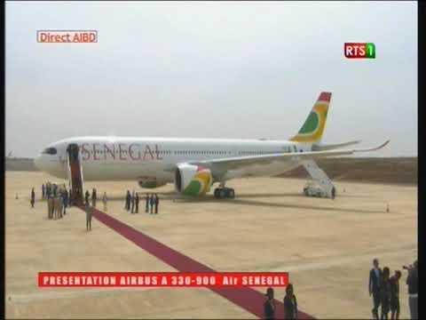 le president macky sall decouvre le 1er avion d'air sénégal