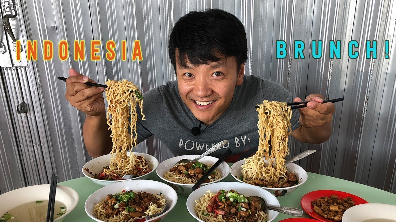 EXTREMELY CHEWY NOODLES! Indonesian BRUNCH Street Food Tour in Jakarta Indonesia