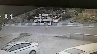ِشاهد.. حادث مروع بين شاحنتين وسيارة في زاوية بني كبير بالباحة