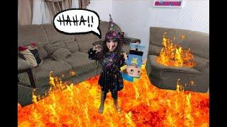 O Chão é lava em que a bruxa prende o boneco do luccas neto na lava - THE FLOOR IS LAVA