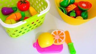 Учим фрукты и овощи. Играем с игрушечными фруктами и овощами на липучках.