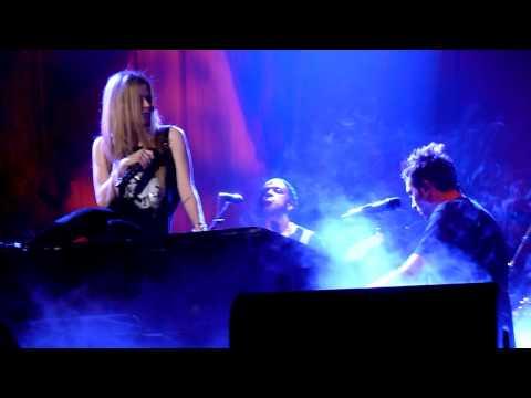 Avril Lavigne - Fix You (Coldplay cover), live @ HMH, Amsterdam 13/09/2011