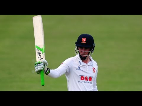 Classy Lawrence hits century, Gloucestershire v Essex, Day Two