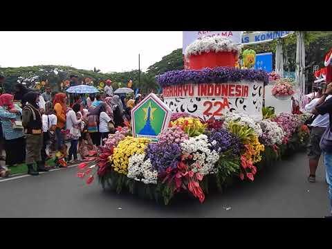 Dekorasi hias mobil parade bunga dan budaya Surabaya 2a2299e334