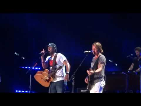 "Luke Bryan and Keith Urban sing ""Huntin', Fishin' and Lovin' Every Day"" together at CMA Fest"