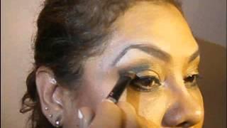 Sombra dorada con negro Smokey Eyes... (aprendiendo)