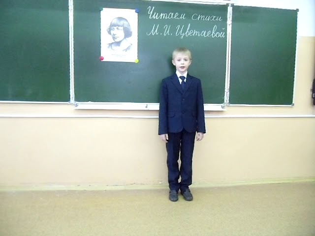 Изображение предпросмотра прочтения – АртёмСтанкунов читает произведение «Бежит тропинка с бугорка» М.И.Цветаевой