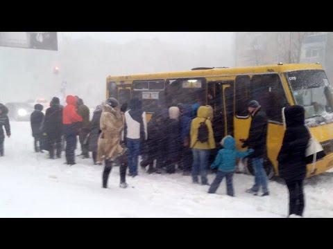 Сильный снегопад в Николаеве 29.12.14, главная улица города парализована