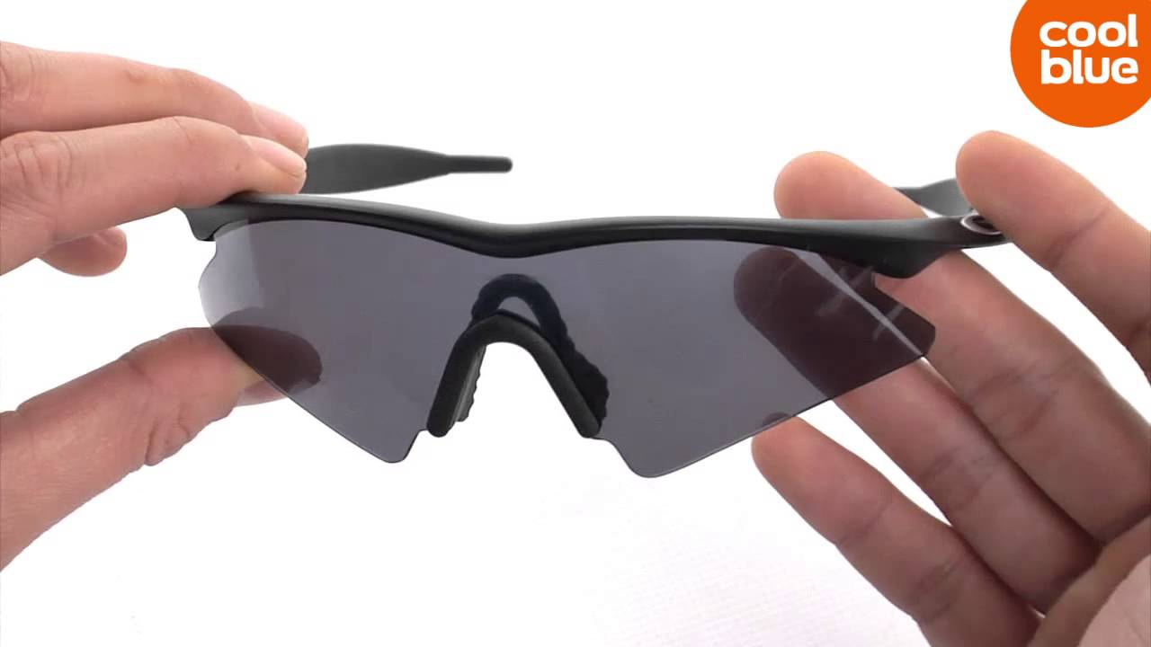 d36ea1607fec9 Oakley M Frame Sweep Matte Black Grey Mini-videoreveiw en unboxing ...