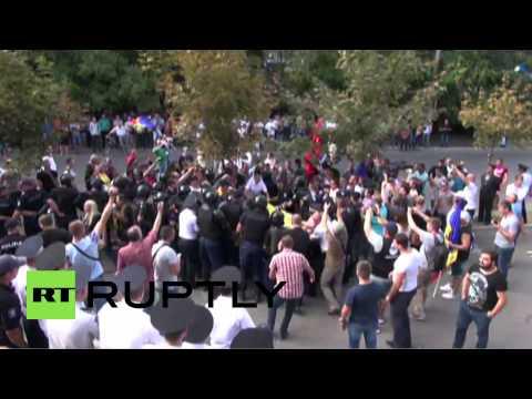 Moldova: Thousands demand Prosecutor General's resignation