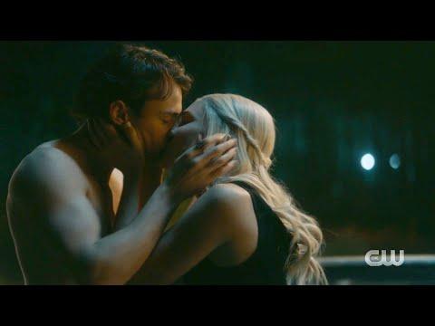 Legacies 2x08 Lizzie And Sebastian Hot Moment