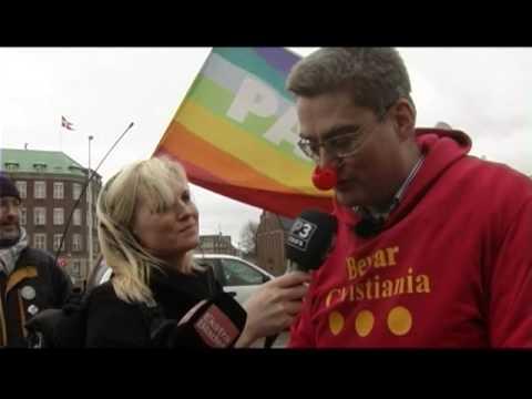 Søren Pind synger de rødes slagssang