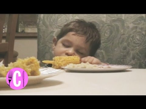 6 Hilarious Hungry Toddlers Who Can't Stay Awake - Cosmopolitan - 동영상